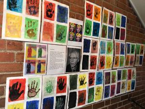 Klass 2A har gjort sina egna tolkningar av Andy Warhol. Foto: Anneli Allen