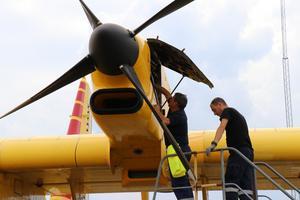 Italienska brandflyg när de stannade till på Örebro airport