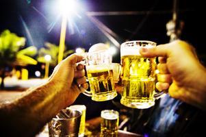 Om ni är så pass törstiga att ni inte kan vänta ett gäng veckor, gör det som svensken varit bäst på i alla år: Drick hemma i ensamhet, skriver