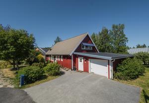 Det här huset på Kornvägen på Hallbacken i Örnsköldsvik såldes för 1,85 miljoner kronor. Foto: Mäklarhuset