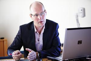 Krambos vd Per Eriksson har flera stora projekt i bostadsbolaget att fundera och räkna på. Foto: Kristoffer Hellman