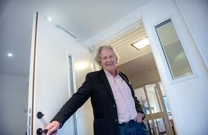 I vintras tog Stig Svedberg emot ST i villan i Haga, en av alla hans bostäder men där han inte längre är skriven.