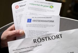 Förtidsröstning i EU-valet i en röstlokal. Foto: Fredrik Sandberg / TT.