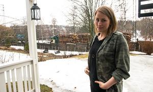 Redan nu är det mycket trafik och buller utanför Cathrine Nordlanders hus. Om Hulivägen blir en Europaväg har hon svårt att se att hon och familjen kommer kunna bo kvar.