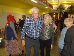 Roligt att ses igen. Till Sven-Rogers dansar man bäst tycker Roland Nilsson och Gunilla Ekenberg. Fredagsdans i Mellansel och Minnenas Dans på Nolaskolan inom en vecka. Det kan aldrig bli för mycket verkar det som.