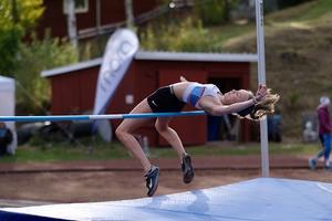 Lovisa Blomqvist 1,52 i höjd. Foto: Peder Blomqvist