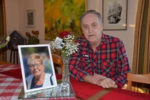 Ingmar Sundman har fått kontakt med mannen som bjöd dem på mat på julafton.