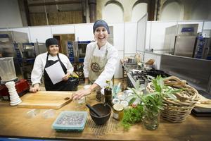Malin Pettersson, kock på Ikea, deltog i den lokala kockduellen Smakkampen med tävlingsbidraget  potatisstrappel. Vinnaren tillkännages på kvällens Guldtjädergala.
