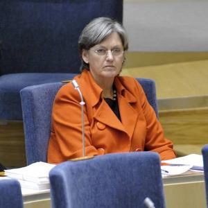 väcker protester. Socialförsäkringsminister Cristina Husmark Pehrssons (M) hårda attityd, i instruktionerna till Försäkringskassan, mot sjuka personer med långvariga sjukdomar har väckt protester.
