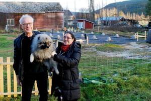 Madelene och Lars på sin gård i Krokvåg. Bild: Torbjörn Ohlsson