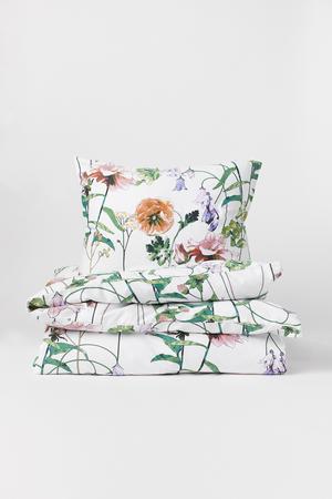 8. Påslakanset med blommor i bomullssatin. 299 kronor på H&M Home.