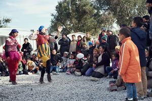 Clownerna sätter ihop sina talanger till en show med omedelbar premiär. Foto: Alex Hinchcliffe