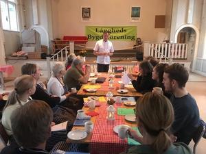 Mycket fackkunskaper kunde Jesper Långström förmedla till kursdeltagarna som lyssnade engagerat. Fotograf: Margareta Englund.