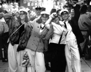 Glada studenter från musiklinjen på gågatan i Östersund 1989. Från vänster Annika Meijer, Hammarstrand, Anna Halvarsson, Hammarnäs, Camilla Göransson-Norrby, Åre, och Jenny Hammarsten, Vaplan.