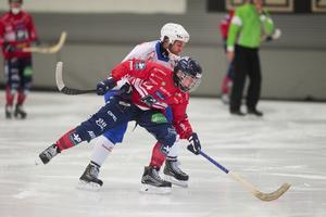 Jesper Granqvist under het fajt förra säsongen med en betydligt äldre och välbekant profil – Jocke Hedqvist i Vänersborg.