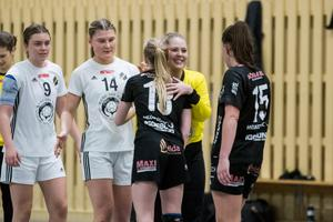 Frida Holmqvist kramar om sina gamla lagkamrater efter att ha besegrat dem med 30–23.