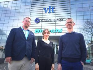 Tre forskare på plats i VLT-huset: Oscar Westlund, Amanda Waldenström och Mats Ekström. De ska studera hur en modern tidningsredaktion arbetar.