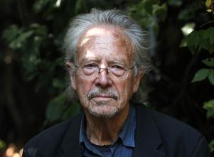 Kontroversen kring Peter Handke fortsätter. Arkivbild: Francois Mori/TT