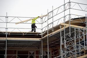 Byggbranschen är i stort behov av kompetenta bygg- och arbetsledare. Från i höst finns möjligheten att läsa en tvåårig utbildning på Yrkeshögskolan i Skövde för att lära sig yrket.