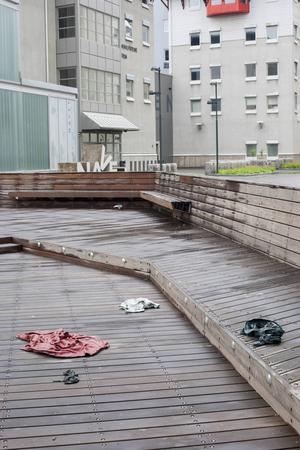Den amerikanska konstnären Jude Tallichets ihopskrynklade kläder är gjutna i brons. Pressbild.