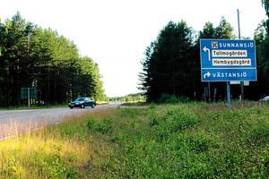 I två av tre korsningar i Sunnansjö råder 60 som högsta hastighet. Men i den här korsningen finns det ingen anledning att sänka från 80 till 60, anser länsstyrelsen.