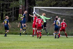 Piteå IF FF 2 premiärspelade mot IFK Viksjö på fredagskvällen.