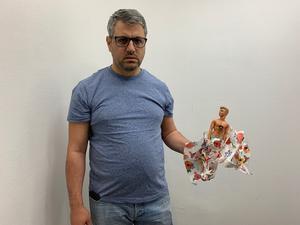 Adib Yamout säger att han har fått hot på telefon tidigare och nyligen hittade han ett paket som innehöll en docka med en gevärskula.