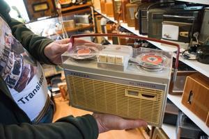 En batteridriven Philips med rullbandspelare.
