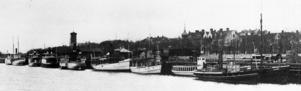 På den här bilden från 1906 syns en del av den då stora Storsjöflottan. Från höger: