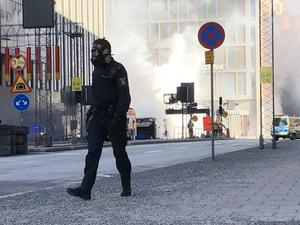 Räddningspådrag vid den exploderade bussen.
