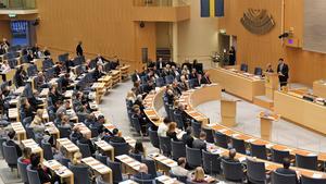 Så här såg det ut i riksdagens plenisal under en partiledardebatt år 2017. Senare i månaden kommer en delvis ny uppsättning riksdagsledamöter, 349 till antalet, att sätta sig tillrätta på stolarna.