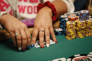 Poker är populärt i åldrarna 30-49 år visar Svenska Spels undersökning.