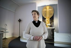 Gunbritt Käck, präst, har öppnat Kvarnsvedens kyrka för alla som vill prata med någon. Jourhavande präst finns också på larmnumret 112, upplyser hon.