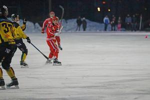 Jesper Bryngelson sköt viktiga 1–2 när Nitro/Nora hämtade in tvåmålsunderläge till oavgjort hemma på Danfo arena i derbyreturen mot ÖSK.