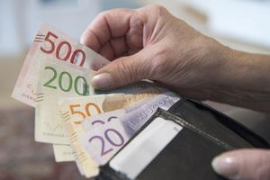 Färre människor är skuldsatta, men totalt sett har den gemensamma skulden ökat i Västmanland. Foto: Henrik Montgomery / TT
