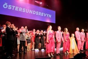 Arrangerande Östersundsrevyn fick ta emot totalt tre priser under lördagens finalföreställning.