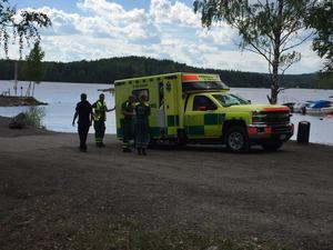En person fick föras till sjukhus med oklara skador.