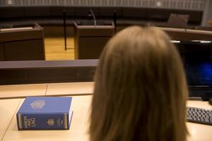 Liberalernas rättspolitiske talesperson Johan Pehrson menar att det är viktigt möjligheten till anonyma vittnen i svenska rättegångar utreds.
