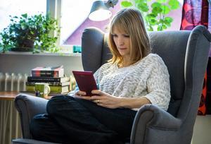 Allt fler svenskar har en digital brevlåda. Om alla myndigheter skickade ut sin post digital så skulle många miljoner spara varje år. Foto: Claudio Bresciani/TT