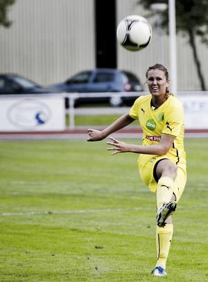 Ljusdals Sanna Signeul gjorde två mål i träningsmatchen mot Alnö – men fick sedan utgå med en knäskada.