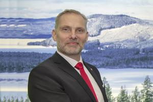 Stefan Dalin (S) menar att kommunens dåliga ekonomi gör att svångremmen måste dras åt – även för Skönviksbacken.