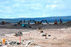 Den nya landningsbanan byggs nu för fullt på flygplatsbygget i Sälen.