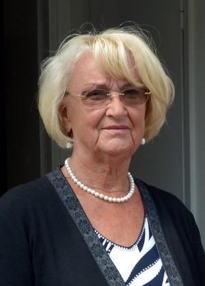 Anita Edin, PRO Timrå, jobbar som stödperson för att dryga ut pensionen.
