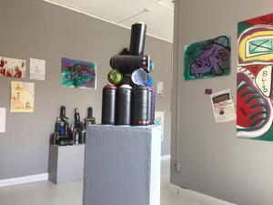 Utställningen på Galleri Lars Palm har skapats kollektivt under fyra veckors tid. Bild: Konstfrämjandet Gävleborg