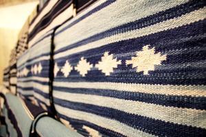 Newports klassiska färger blått och vitt på en av outletens snygga mattor.