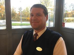 Erik Spejare, 40, chaufför, Rimbo: – Det är väldigt trevligt, det blir som en samlingspunkt i byn. Jag åker hit tidigare med flit för att fika.