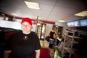 Laila Olsson jobbar tillsammans med Anna-Karin Skoglund på restaurangen Målet i Ljusdal, där tar kunderna sällan kvitto.
