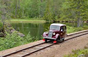 Bildressinen var från början en landsvägsbil som byggdes om på 30-talet. På lördag kan man provåka den.