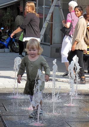 Vad händer vid fontänen när du går förbi? Ta en bild och dela med dig av vad du upplevt.