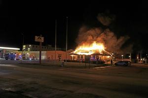 Hamburgerrestaurangen Texas Star, på Älvtomtagatan, totalförstördes under natten den 4 februari. Nu har polisen tvingats lägga ner utredningen.